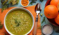 Soupe brocolis, kale, orange, aneth, curcuma et sésame