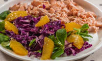 Salade de chou rouge, orange et saumon