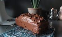 Cake marbré et glaçage chocolat au lait, amandes