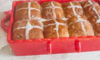 Hot cross buns plus gourmands