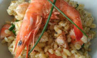 Salade de blé aux crevettes noix et fromage frais