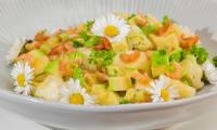 Salade de crevettes à l'ananas, avocat et kiwis