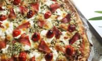Pizza - courgette râpée, mozzarella, viande des grisons, tomates cerises