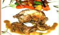 Cailles aux petits légumes, sauce aux cèpes