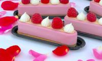 Petits gâteaux framboise et rose comme des éclairs