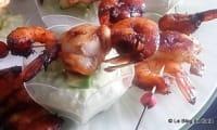 Brochette de crevettes, noix de St Jacques et dip à l'avocat
