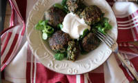 Koftas aux épinards sauce yaourt tahini