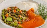 Salade de semoule aux pois et à la truite fumée