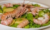 Salade de pommes de terre aux légumes et langoustines