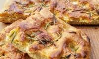 Focaccia à la farine de pois chiches et romarin