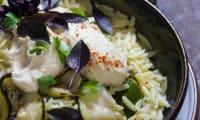 Salade de pâtes aux courgettes rôties et au fromage de cajou