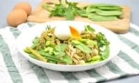 Nouilles aux légumes de printemps et œuf mollet