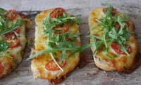 Bruschettas mozzarella et tomates cerises