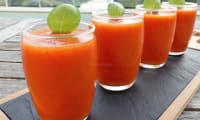 Soupe froide aux poivrons grillés et aux tomates