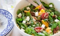 Salade de pâtes d'orge, épinards et feta