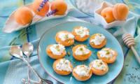 Abricots farcis faisselle de chèvre et pistaches