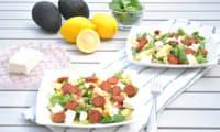 Salade de cresson, avocat, poivron, pois chiches, chorizo et feta