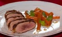 Magret de canard en croûte de pain d'épice, carottes glacées