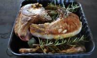 Carré de porc aux herbes et sauce au vin blanc