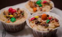 Cupcakes au chocolat et toping au beurre de cacahuètes