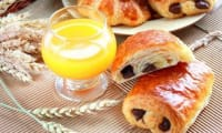 Viennoiseries pains au chocolat & croissants fourrés aux amandes