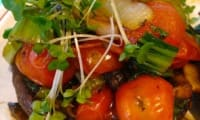 Portobello farci au pak choï et tomates cerises