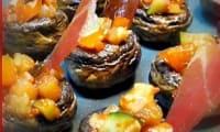 Tapa de champignon farci à la ratatouille catalane et chips de jamon