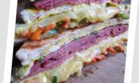 Sandwich triplex de Bœuf et Omelette aux Légumes