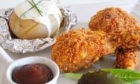 Pilon de poulet pané à l'américaine et pommes de terre sauce fromage blanc