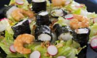 Salade de lotte entourée d'algue nori et crevettes marinées