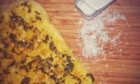 Pizza blanche au sel Maldon et pesto à l'ail des ours, paprika et cumin, sel Maldon