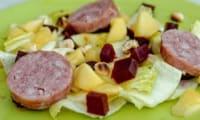 Salade d'endives, saucisse de morteau et pommes