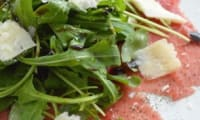 Carpaccio de boeuf, roquette et parmigiano