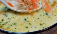 Soupe thaï aux crevettes et lait de coco