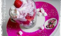 Verrines fraises, raisins, meringue et chantilly mascarpone aux deux parfums