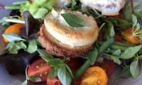 Salade au chèvre chaud