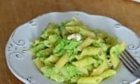 Mezze penne rigate à la crème de brocolis, amandes et noix de cajou