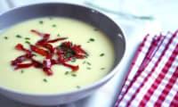 Velouté de chou-fleur et bresaola croustillante