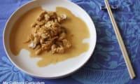 Aiguillettes de poulet aux cacahuètes, soja, champignons au wok