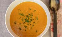 Soupe de carottes, pamplemousse et curcuma.