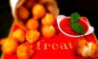 Beignets de Mozzarella Accompagnés de leur Marinara sauce