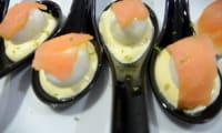 Oeuf de caille et saumon sur lit de mayonnaise citron vert