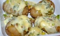 Pomme de terre garnie de fondue de poireaux au bleu