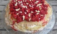 Gâteau de crêpes au chocolat blanc et aux framboises