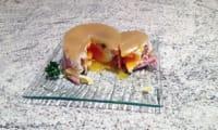 Oeufs pochés en gelée, endives, jambon et pignons de pin