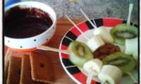 Fondue express chocolat noir amandes kiwi et bananes