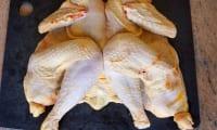 Découper une volaille à cru - ex du poulet grillé
