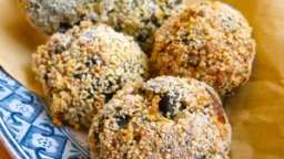 Boulettes de sarrasin et épinards aux graines de sésame et moutarde