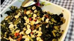 Blettes sautées, champignons et noisettes grillées