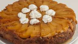 Gâteau renversé aux poires et à la farine de châtaignes
